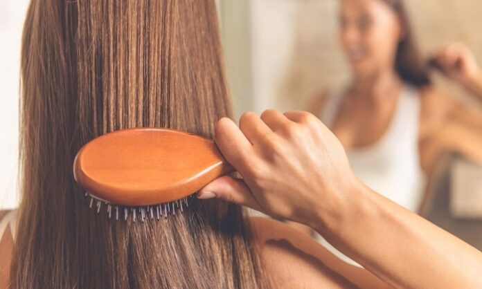 how-to-use-round-hairbrush
