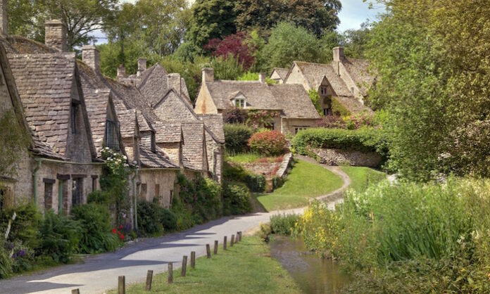 traveling tips for england